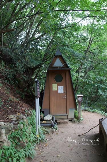 頂上のトイレ