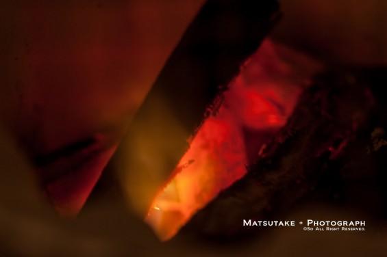 真っ赤に燃える炭
