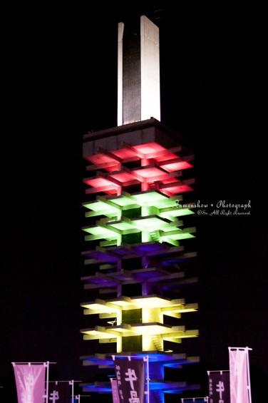 5色にライトアップされたオリンピック記念塔