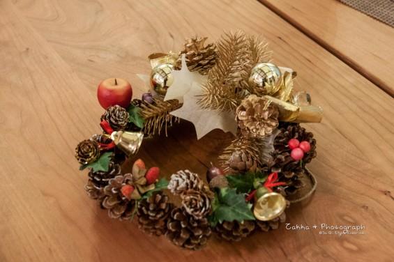 100均素材でつくったクリスマスリース 3