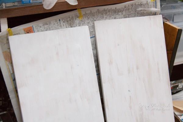 棚板に色を塗る