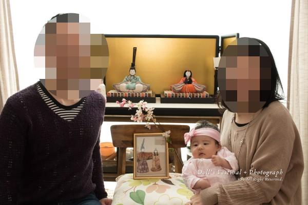 親王飾りと家族写真